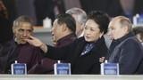 Ông Putin lịch thiệp khoác áo cho đệ nhất phu nhân Trung Quốc