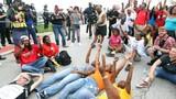 Video bạo lực lan tràn vì cảnh sát Mỹ bắn chết người