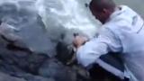 Thán phục chàng béo câu được cá khủng bên bờ suối