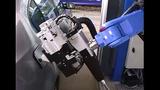 Thích thú xem robot bơm xăng tự động đỉnh cao