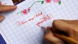 Thán phục cô giáo viết chữ ngược siêu đẹp