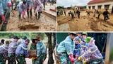 Công an lội bùn giúp dân dọn dẹp sau lũ