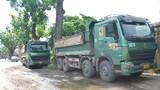 """Hà Nội: Dân bức xúc vì xe tải """"quần thảo"""" tuyến đường 70"""