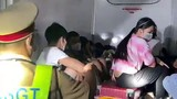 15 người có cả trẻ em trong thùng xe đông lạnh 'thông chốt'