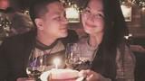 Ông xã Kim Hiền đắm đuối ngắm vợ trong tiệc sinh nhật
