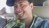 Phan Anh được dân miền Trung tặng bánh chưng khi đi từ thiện