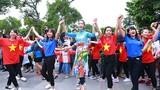 HH Đỗ Mỹ Linh diện áo dài nhảy flashmob ở Hồ Gươm
