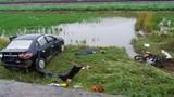 Ôtô lao xuống ruộng sau tai nạn, 2 người thiệt mạng