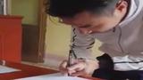 Dở khóc dở cười cảnh chàng trai đi đăng ký kết hôn tay run bần bật