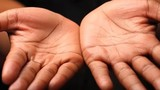 Video: Sở hữu vân mắt Phật trên tay hưởng trọn đời an nhiên
