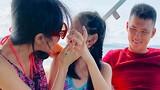 Thủy Tiên - Công Vinh hạnh phúc bên con gái trong chuyến du lịch