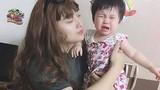 Con khóc thét vì thiếu mẹ, ông bố buộc lòng phải giả gái dỗ dành