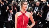 Khoảnh khắc hớ hênh của cựu thiên thần nội y trên thảm đỏ Cannes