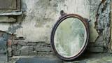 """Bí ẩn """"chiếc gương sát nhân"""" khiến 38 người đột tử vì xuất huyết não"""