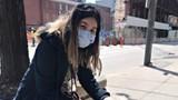 Y tá gốc Á ở Canada bị nhổ nước bọt lên mặt và hành hung trên phố