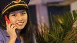 Cô gái 19 tuổi dễ thương gác chắn tàu trong đêm