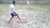 Cú sút penalty khùng nhất làng bóng đá