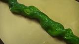 """Cách biến trái dưa chuột thành con rắn """"siêu độc"""""""