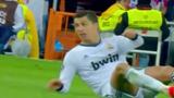 """Những tiểu xảo đánh người và """"ăn vạ"""" của Ronaldo"""