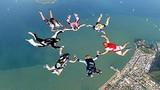 Màn nhảy dù tập thể mạo hiểm nhất thế giới