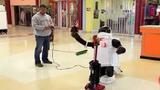 Cười rụng rốn xem robot tỏ tình với máy hút bụi