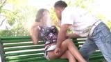 Ngỡ ngàng khi thấy ngực cô gái bốc khói