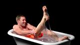 Chàng trai tắm mình trong thủy tinh lỏng và cái kết đắng