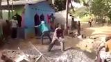 Tròn mắt với màn phối hợp đậm chất kỹ thuật của thợ xây