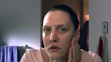 Cô gái tự phẫu thuật thẩm mỹ thu hút hàng triệu lượt xem