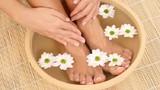 Tác dụng tuyệt vời của việc ngâm chân bằng nước muối gừng