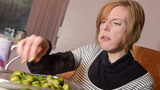 Phá kỉ lục thế giới vì ăn 3,2kg bông cải trong 30 phút