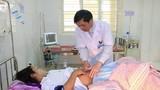 Xúc động 5 cán bộ y tế hiến máu cứu sống sản phụ bị băng huyết