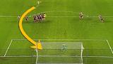 Những pha sút phạt thành bàn với quỹ đạo bóng đi khó lường