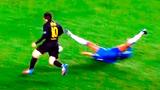 """Những pha đi bóng như """"làm nhục"""" đối phương của Messi, Ronaldo"""