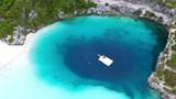 Video: Hố xanh bí ẩn giữa lòng đại dương