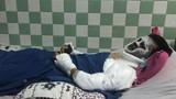 Việt kiều bị tạt axit, cắt gân chân: Mặt hỏng 90%, mắt có thể bị mù