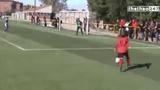 Cầu thủ nhí trình diễn kỹ thuật điêu luyện như Messi