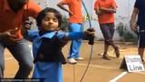 Thần đồng 2 tuổi lập kỷ lục bắn cung siêu đẳng
