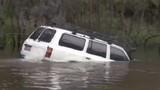 Khả năng lội nước đáng kinh ngạc của Toyota Land Cruiser