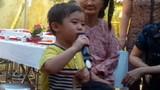Nhóc tì 3 tuổi hát nhạc vàng hay như Quang Lê