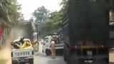 CSGT Hòa Bình truy đuổi xe tải điên như phim hành động