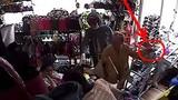 Xôn xao clip cụ bà lưng còng trộm điện thoại iPhone
