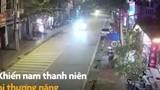 Video: Nam thanh niên lao thẳng xe máy vào đầu ô tô trong đêm