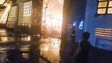 70 lính cứu hỏa xuyên đêm chữa cháy xưởng gỗ