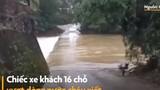 Video: Xe 16 chỗ bị nước cuốn
