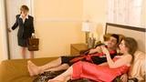 Vô tình phát hiện em dâu mang người tình về nhà khi chồng đi vắng