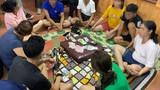 Bất chấp dịch COVID-19, một số cán bộ xã tụ tập đánh bạc