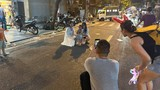 Hà Nội: Dân vượt rào vào phố Hàng Mã chụp ảnh, mua đồ Trung thu