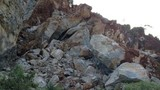 Cận cảnh sập mỏ đá... chó nghiệp vụ tìm xác nạn nhân