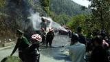 Cháy xe chở khách nước ngoài trên đèo Hải Vân sáng 30 Tết